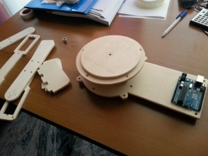 Braccio robotico assemblaggio profili di legno1