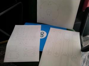 Braccio robotico profili su carta