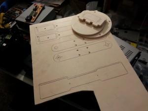 Braccio robotico taglio profili su legno